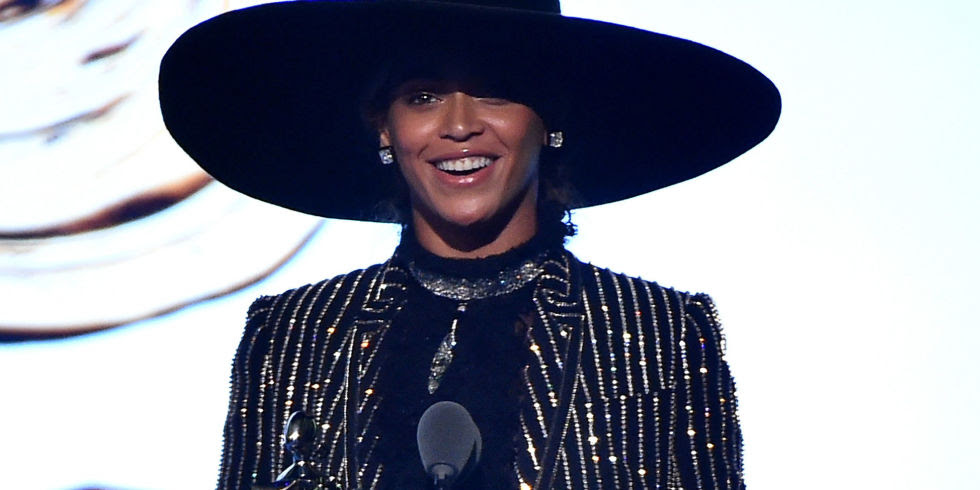 BEYONCE WINS THE CFDA STYLE ICON AWARD