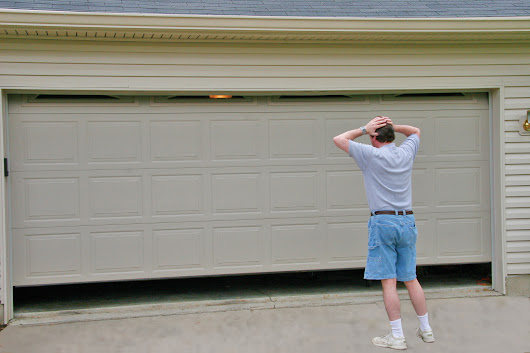CAN'T GET YOUR GARAGE DOOR OPEN OR SHUT?   DON'T FRET. HERE'S WHAT YOU CAN DO!