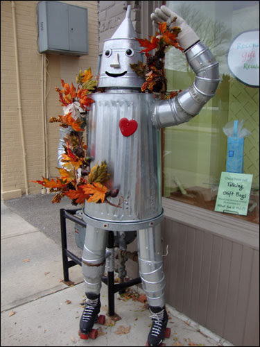 Tin Man on rollerskates, Erin Main Street