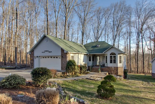 Home For Sale New   208 Nicoma Dr Loudon, TN 37774  Tellico Village All main level
