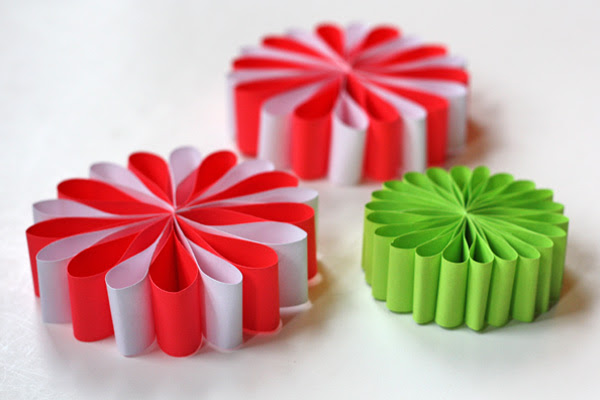 this christmas paper ornament for decorating christmas tree roofs and