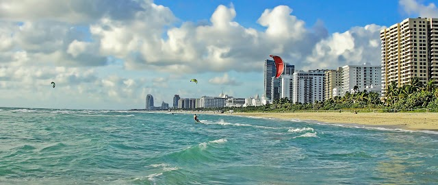 Miami : Miami Wallpapers: The City Skyline Across The Beach