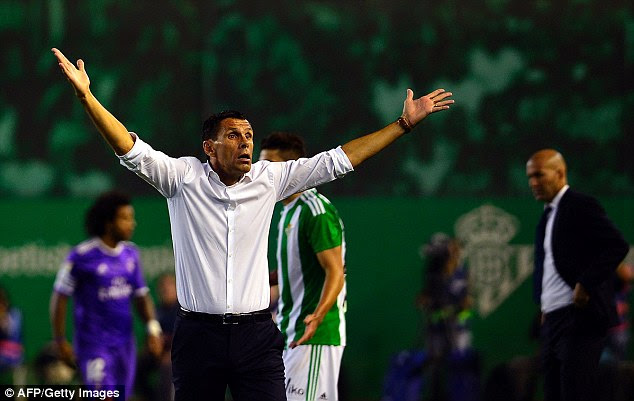 Betis manager Gus Poyet shows his frustration on the sidelines during the encounter