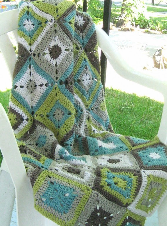 Beautiful rugs from simple squares crochet