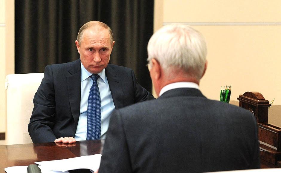 Спредседателем совета директоров Магнитогорского металлургического комбината Виктором Рашниковым.