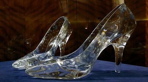 El tacón de este tipo de zapatos puede medir como máximo 1,15 centímetros para permitir la huida de una Cenicienta de 55 kilogramos