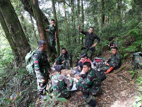 Evakuasi Korban Sukhoi SJ100 - Istirahat Sejenak