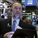 Wall Street finit en baisse, plombée par des indicateurs - Boursorama