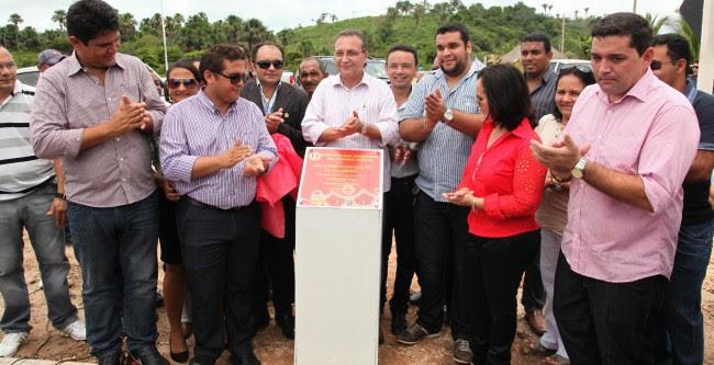 Luis Fernando entregou obras realizadas em parceria pelo Governo do Estado e Prefeitura