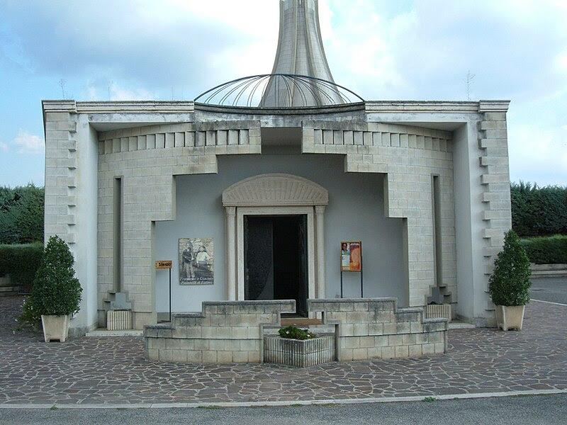 File:San Vittorino Romano - Nostra Signora di Fatima 11 Cripta.JPG