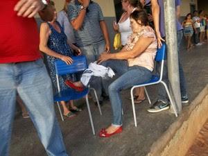 Coordenadora da Escola Maristela Pinheiro foi baleada na perna em Mossoró (Foto: José Nílson Ferreira/Passando na Hora)