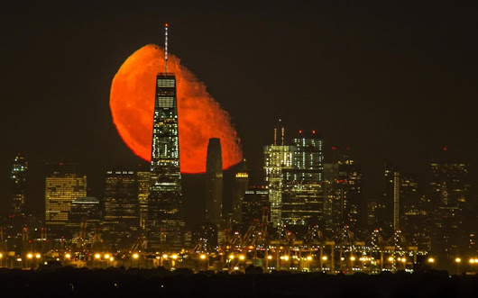 Blood red moon over New York skyline captured in spectacular photos