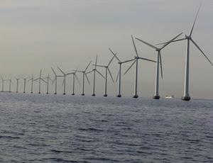 Parque eólico na costa da Dinamarca