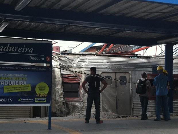Trem descarrilou em Madureira, na manhã desta terça-feira (25) (Foto: Janaína Carvalho/G1)