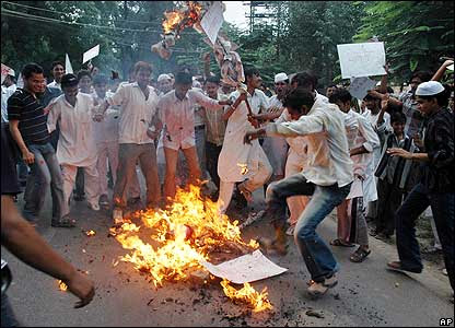 Muslim students burn an effigy of the Pope in Allahabad, India