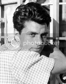 http://img.photobucket.com/albums/v105/ApunBindaas/bollywood/Dharmendra.jpg