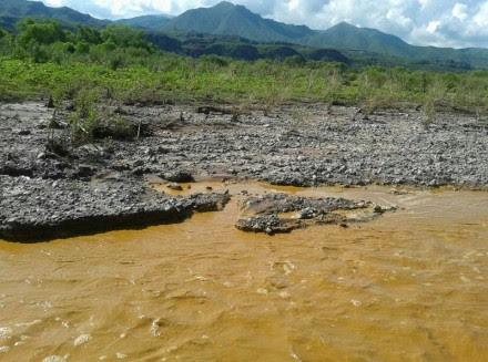 Los desechos tóxicos en el río Sonora. Foto: Tomada de Twitter @loudeer