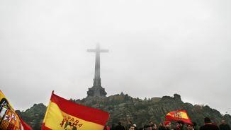 Nostàlgics franquistes manifestant-se al Valle de los Caídos (Reuters)