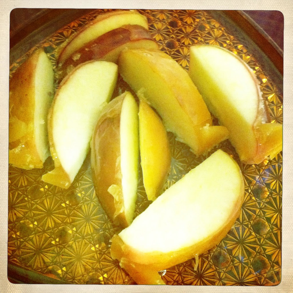 Toffee apple slices