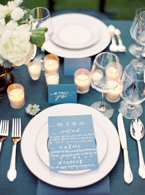 Beautiful navy blue and white tablescape. #wedding #table