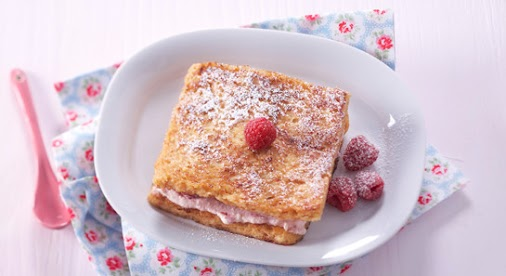 French toast with raspberry cream