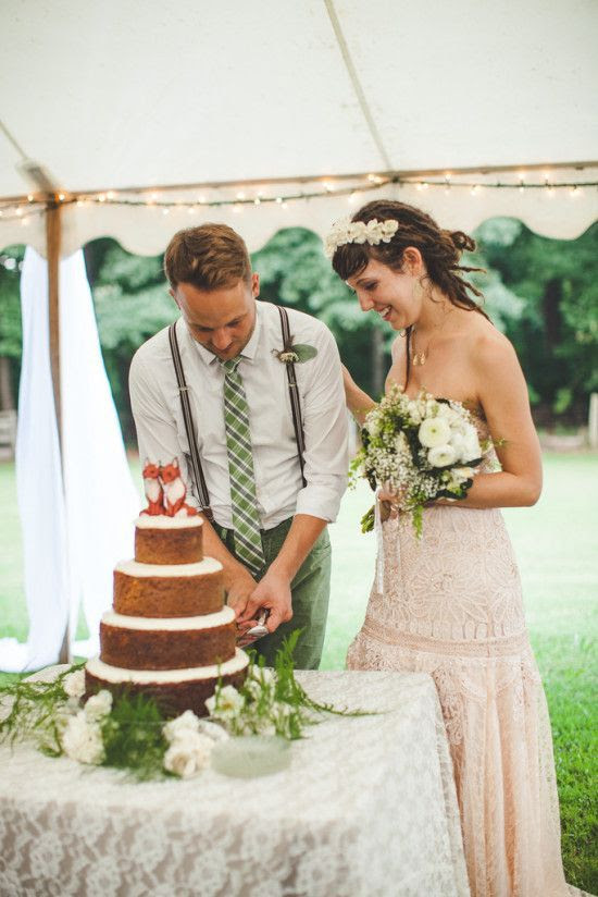 Ooh, look at this naked cake... | A Practical Wedding