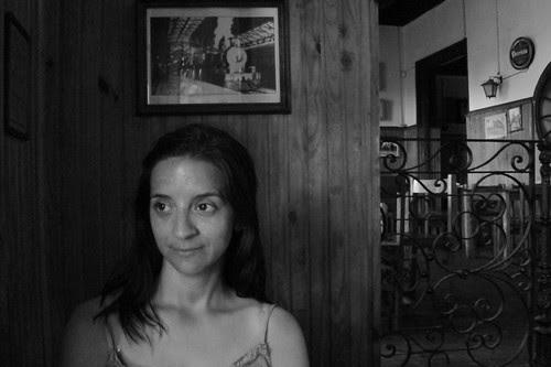 Ella en el viejo bar (by pablodf)