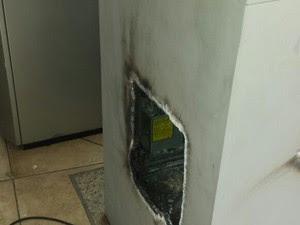 Assaltantes usaram um maçarico (Foto: Leciane Lima/ TV Grande Rio)