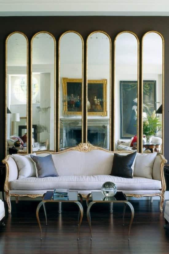 Ξύλινος καθρέπτης σε μοντέρνο καθιστικό 007