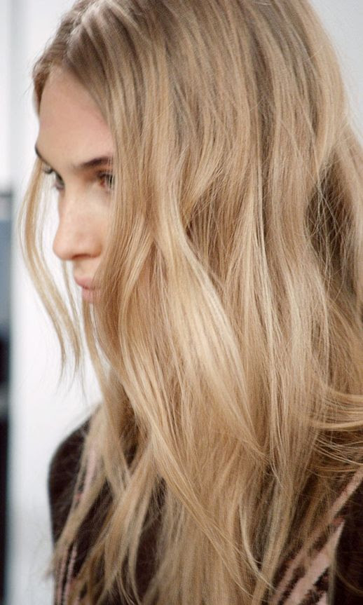 LE FASHION BLOG HAIR INSPIRATION EFFORTLESS WAVES HERVE LEGER FW 2013 LONG BLONDE WAVY HAIR BACKSTAGE BEAUTY NATURAL BEAUTY PINK LIPS LIPSTICK 1 photo LEFASHIONBLOGHAIRINSPIRATIONEFFORTLESSWAVESHERVELEGERFW20131.jpg