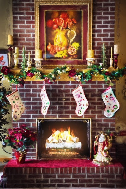 Pros & Cons of Decorating Your Home to Sell During the Holidays