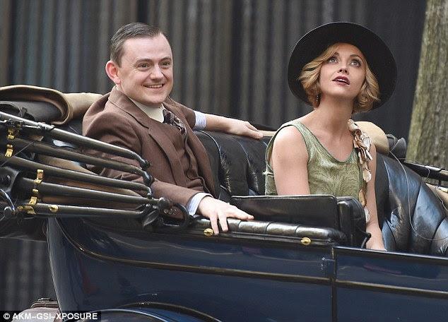 Backseat motorista: Ricci foi acompanhado por um co-estrela como eles gravou cenas em Nova York