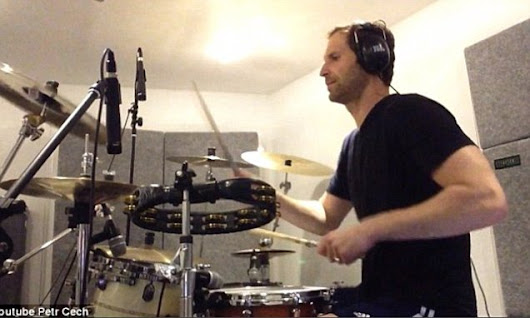 Petr Cech showcases his drumming skills with Foo Fighters cover
