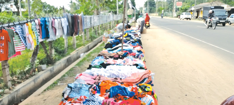 Akkaraipattu pavement hawkers appeal for proper place to sell goods