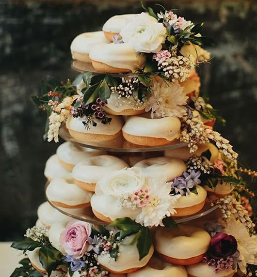 Autumn wedding cake and topper ideas • Wedding Ideas magazine