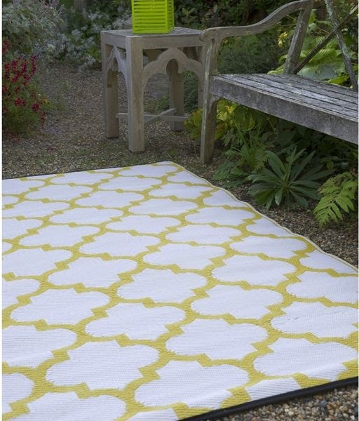 blue stripe outdoor plastic rug foto