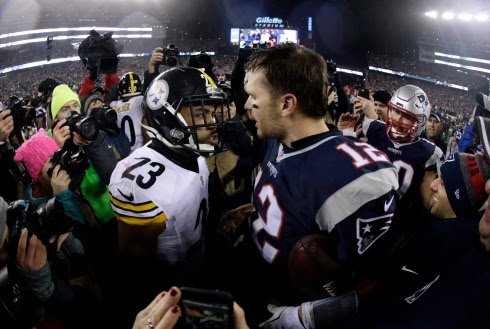 Mike Mitchell et Tom Brady