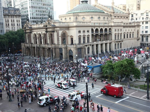 Protesto acontece no Centro de São Paulo (Foto: Marcelo Brandt/G1)