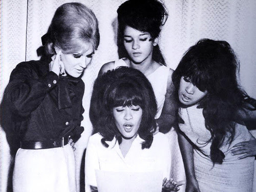 dandycapp:  Dusty Springfield and The Ronettes