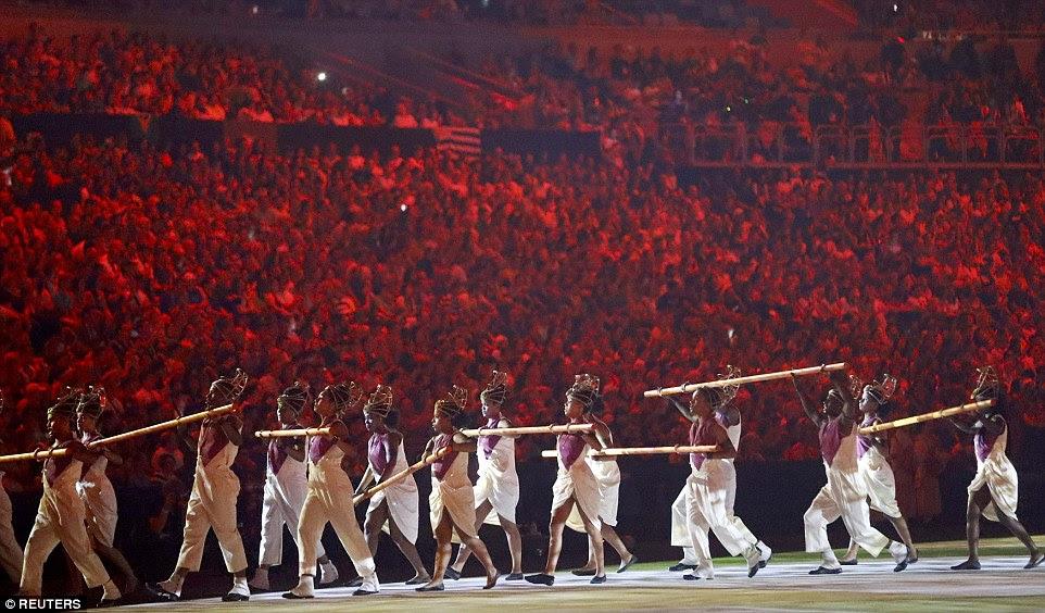 Os dançarinos são apenas alguns dos 500 artistas na cerimônia de abertura na sexta-feira para os Jogos Olímpicos Rio - a primeira vez que os Jogos Olímpicos foi realizada em um país sul-americano