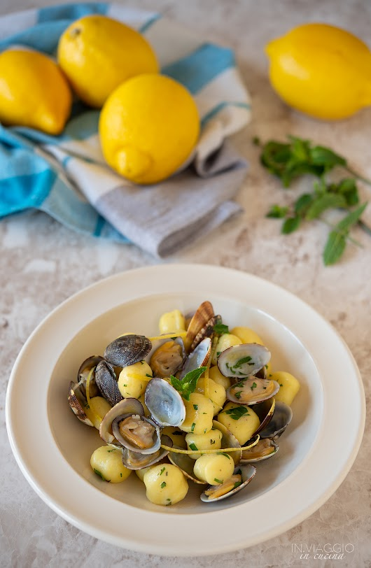 Gnocchi with clams flavoured with mint and lemon