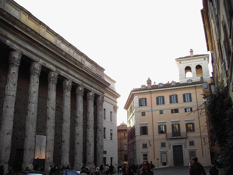 File:Piazza di pietra 051204-06 e palazzo ferrini cini.JPG