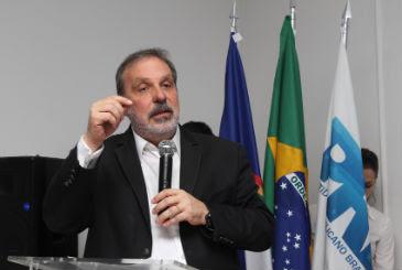Senador e pré-candidato ao governo do estado  viajou a Brasília nesta terça-feira depois de cumprir agenda ao lado de Dilma (Edvaldo Rodrigues/DP/D.A Press)