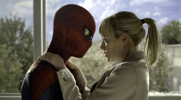 Spidey and Gwen Stacy share another moment in THE AMAZING SPIDER-MAN.