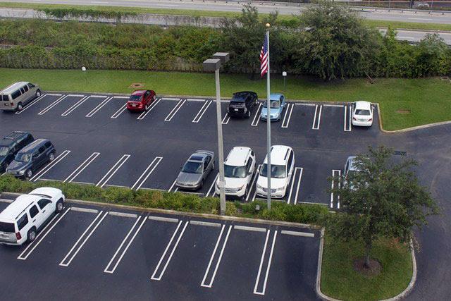 Resultado de imagem para estacionamento hotel