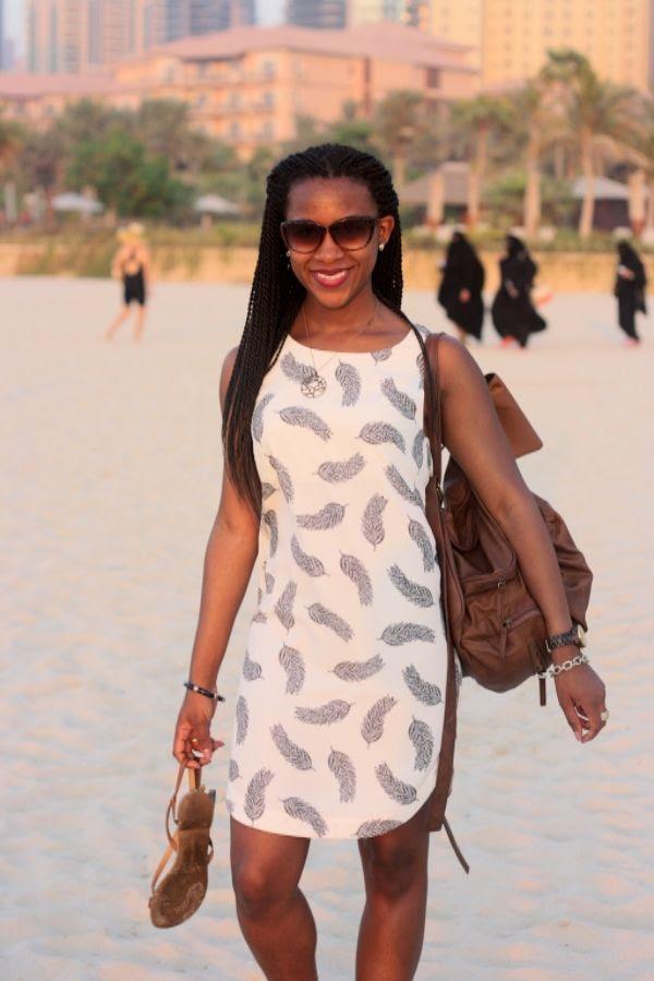 photo Dubai_Jumeirah_Beach_Residence_HM_feather_dress3.jpg