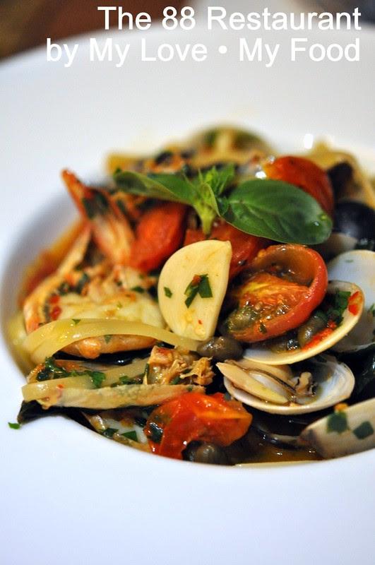 2012_09_28 88 Restaurant 022a