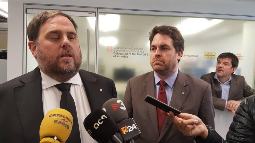 Oriol Junqueras, junto a Andrew Davis, delegado del Govern en EE UU.