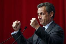 Devant les nouveaux adhérents de LR qu'il accueillait samedi, Nicolas Sarkozy a de nouveau critiqué l'activisme de ses principaux rivaux pour la primaire du parti Les Républicains pour l'élection présidentielle de 2017. /Photo prise le 6 janvier 2016/REUTERS/François Lenoir