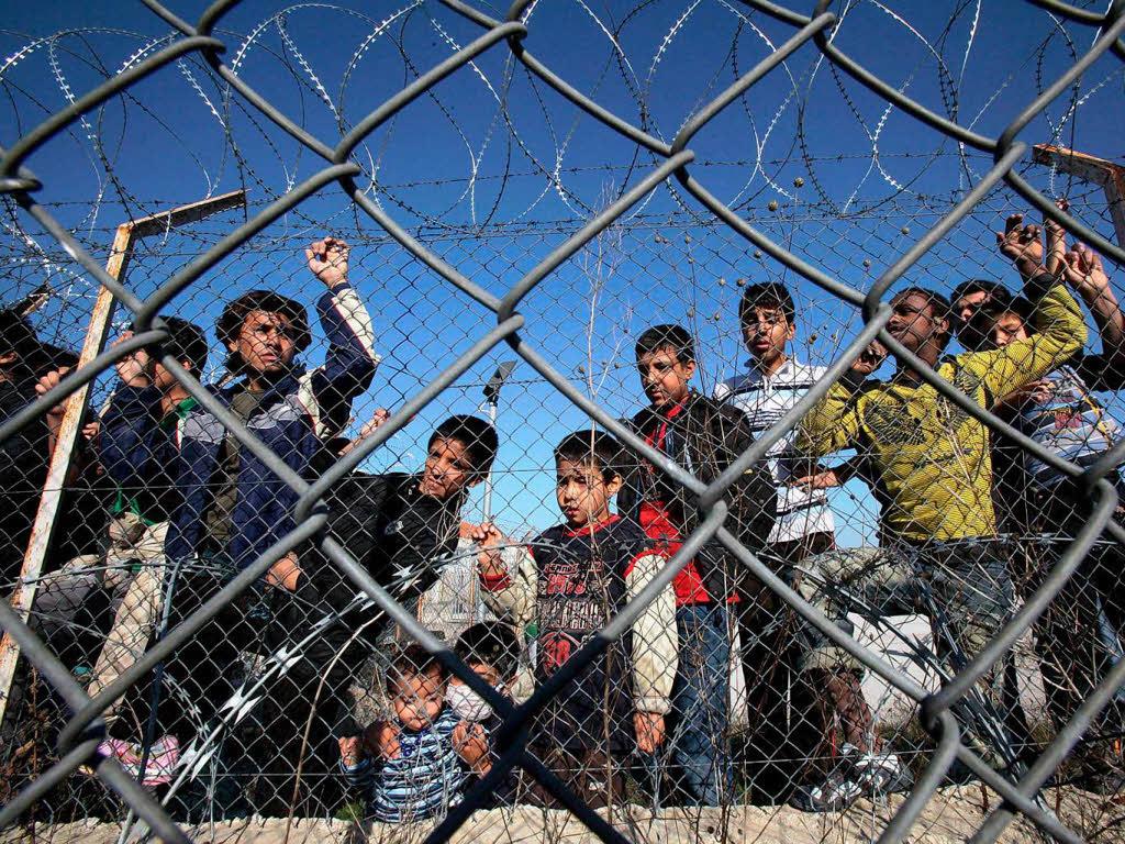 Die Flüchtlingssituation in Lampedusa eine Grauzone der EU by Hub Muss on Prezi